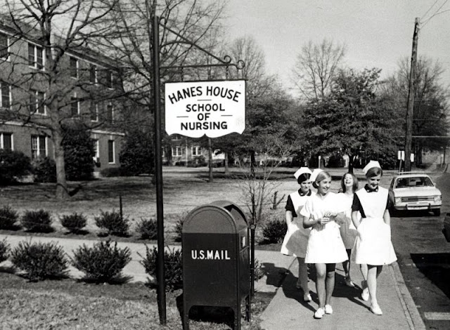 Vintage+Photos+of+Girls+in+Uniform+Miniskirt+(1).jpg